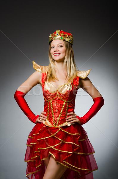 Kraliçe kırmızı kostüm karanlık çalışmak takım elbise Stok fotoğraf © Elnur