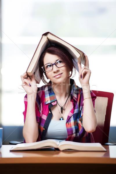 Młoda kobieta student kolegium egzaminy dziewczyna książek Zdjęcia stock © Elnur