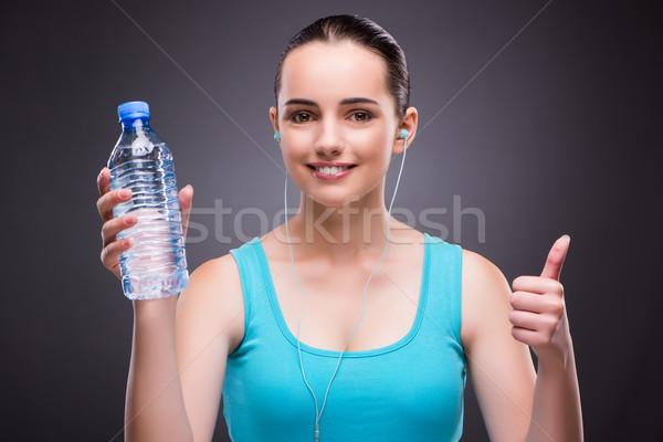 Kadın spor şişe tatlısu su müzik Stok fotoğraf © Elnur