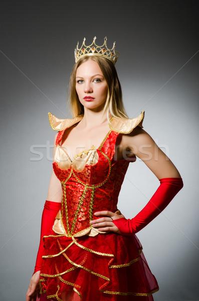 Foto stock: Rainha · vermelho · traje · escuro · trabalhar · terno