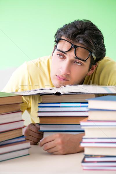 Diák sok könyvek olvas vizsga férfi Stock fotó © Elnur