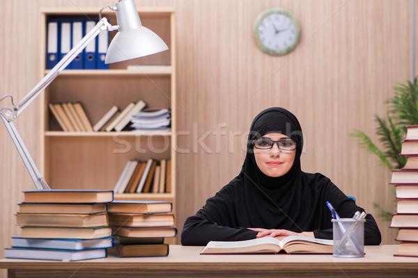 Vrouw moslim student examens meisje boeken Stockfoto © Elnur