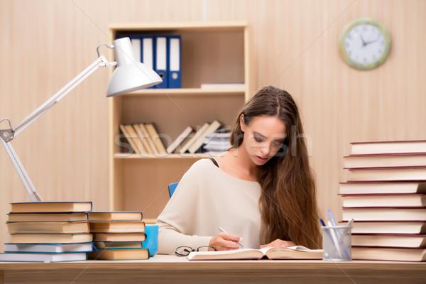 Jóvenes estudiante Universidad exámenes nina libros Foto stock © Elnur