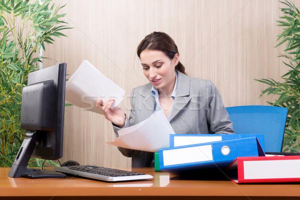 忙しい 女性実業家 オフィス ストレス 紙 作業 ストックフォト © Elnur