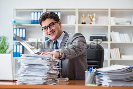 Zły agresywny biznesmen biuro komputera człowiek Zdjęcia stock © Elnur