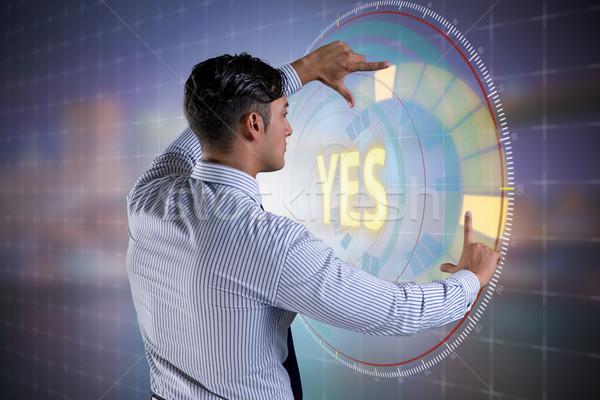 Zakenman virtueel knop ja man Stockfoto © Elnur