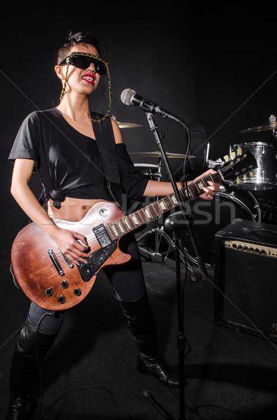 Foto d'archivio: Giocare · chitarra · concerto · musica · party