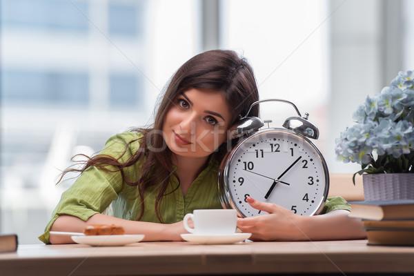 Stockfoto: Student · wekker · examens · boek · gelukkig · klok