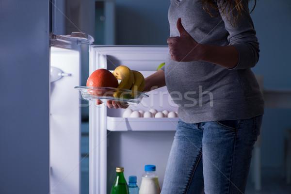 Сток-фото: беременная · женщина · холодильник · глядя · продовольствие · ночь