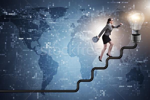 Femme d'affaires escalade carrière échelle ampoule lumière Photo stock © Elnur