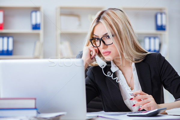 Frustrado trabalhando escritório menina internet feliz Foto stock © Elnur