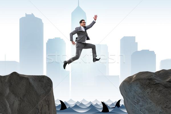 Ambitieus zakenman springen klif water zee Stockfoto © Elnur