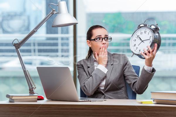 Femme d'affaires répondre affaires heureux horloge Photo stock © Elnur