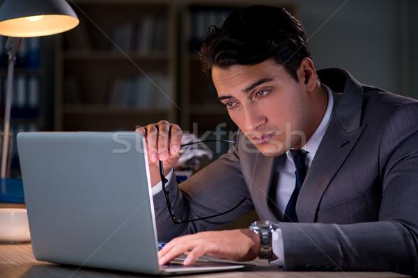 Hombre oficina largo papel trabajo empresario Foto stock © Elnur