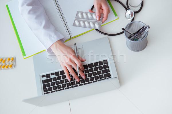 El yazı tıbbi reçete bilgisayar Internet Stok fotoğraf © Elnur