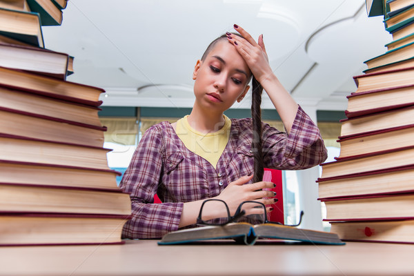 Giovani femminile studente esami ragazza libri Foto d'archivio © Elnur