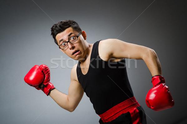Foto stock: Engraçado · boxeador · vermelho · luvas · escuro · mão