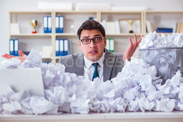 Biznesmen papieru recyklingu biuro działalności pracy Zdjęcia stock © Elnur