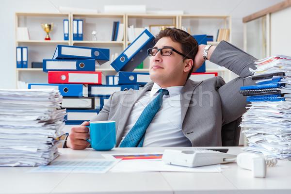 üzletember elfoglalt papírmunka iroda férfi boldog Stock fotó © Elnur