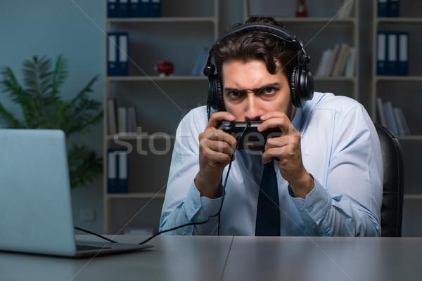 üzletember késő játék játékok iroda férfi Stock fotó © Elnur