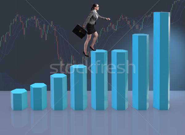 Zakenvrouw klimmen carriere ladder handelaar makelaar Stockfoto © Elnur
