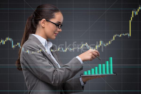 üzletasszony stock kereskedés nő pénz munka Stock fotó © Elnur