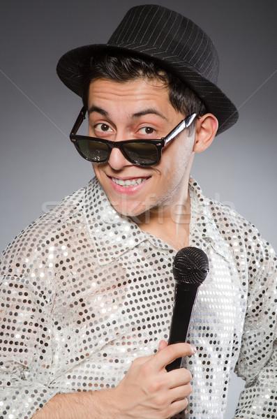 Genç şarkıcı mikrofon yalıtılmış beyaz adam Stok fotoğraf © Elnur