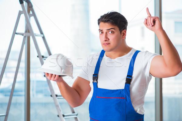 Fiatal munkás védősisak munkavédelmi sisak munka ipar Stock fotó © Elnur