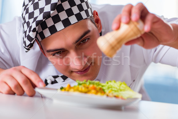 Hombre cocina feliz casa chef Foto stock © Elnur