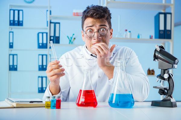 Divertente pazza chimico lavoro laboratorio medico Foto d'archivio © Elnur