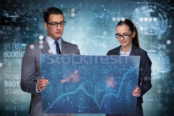Stockfoto: Zakenlieden · bespreken · voorraad · grafiek · trends · geld