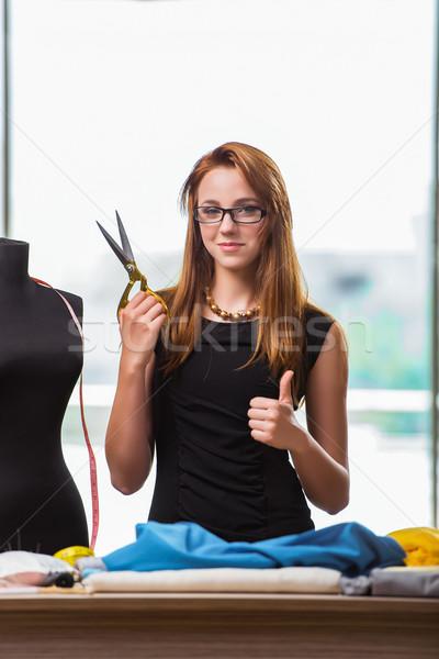 Vrouw kleermaker werken nieuwe kleding mode Stockfoto © Elnur