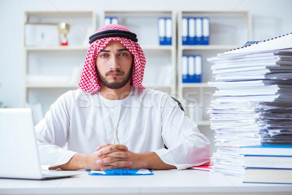 Arab üzletember dolgozik iroda papírmunka pí Stock fotó © Elnur