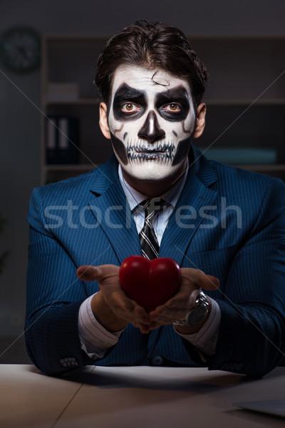 Biznesmen scary twarz maska pracy późno Zdjęcia stock © Elnur