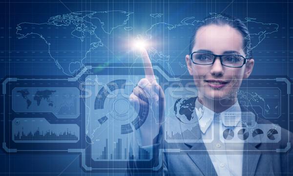 Zakenvrouw wereldwijde business vrouw kaart wereld aarde Stockfoto © Elnur