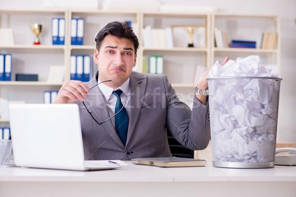 Сток-фото: бизнесмен · бумаги · рециркуляции · служба · работу · Recycle