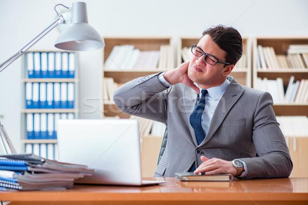 ストックフォト: 病気 · ビジネスマン · オフィス · ビジネス · 手 · 医療