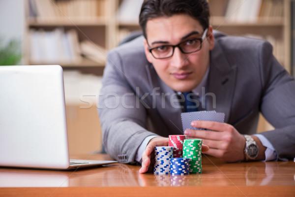 Empresário jogos de azar cartas de jogar trabalhar escritório dinheiro Foto stock © Elnur