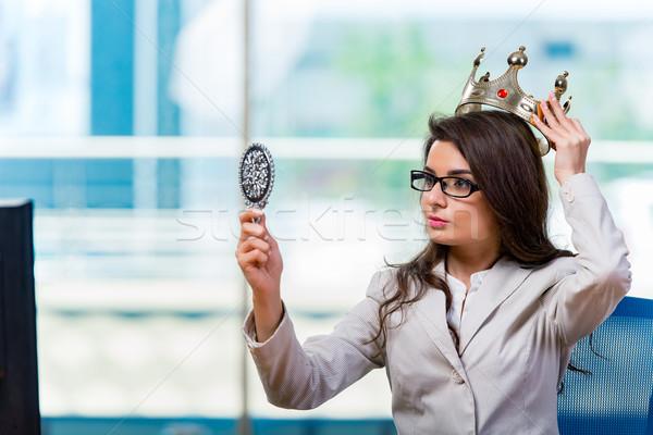 Kobieta interesu posiedzenia kobieta pracy monitor Zdjęcia stock © Elnur