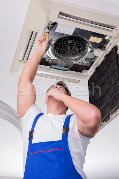 Işçi tamir tavan klima birim ofis Stok fotoğraf © Elnur