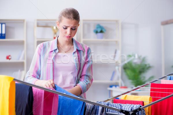 Yorgun bunalımlı ev kadını çamaşırhane mutlu ev Stok fotoğraf © Elnur