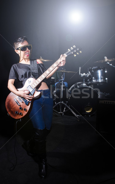 Vrouw gitarist concert muziek partij achtergrond Stockfoto © Elnur