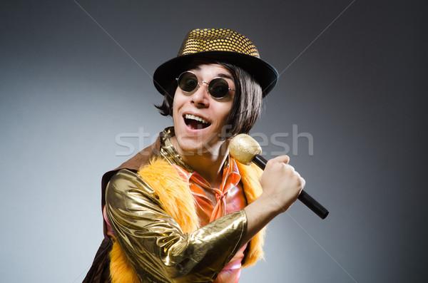 Jeune homme chanter karaoke club micro Rock Photo stock © Elnur