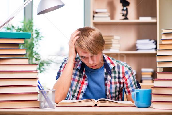 Jóvenes estudiante Universidad exámenes libros escuela Foto stock © Elnur