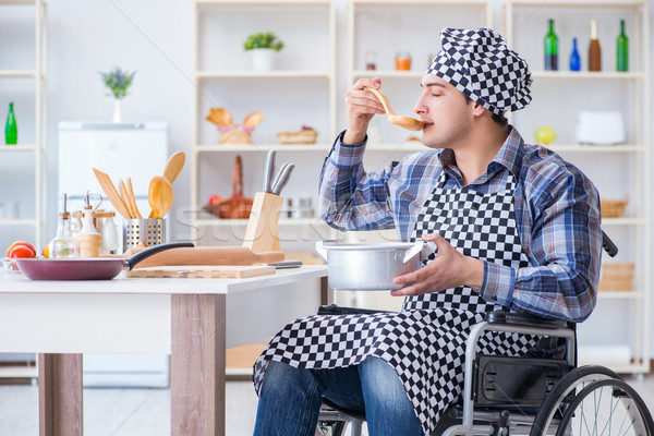 Inválido homem sopa cozinha cadeira chef Foto stock © Elnur