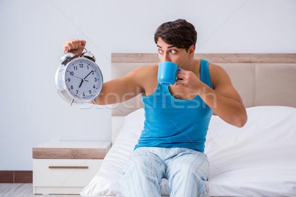 Moço para cima cama beber noite hotel Foto stock © Elnur