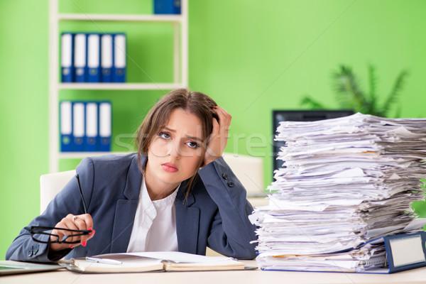 Fiatal női alkalmazott elfoglalt papírmunka nő Stock fotó © Elnur