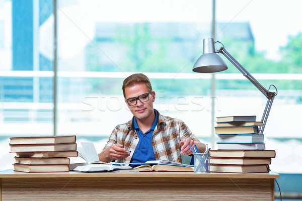 Młodych mężczyzna student liceum egzaminy książek Zdjęcia stock © Elnur
