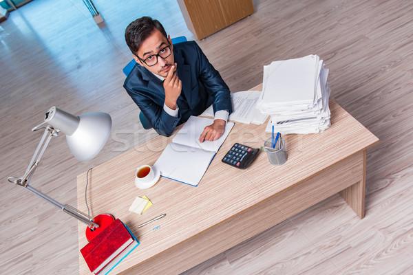 Giovani imprenditore stress scartoffie uomo lavoro Foto d'archivio © Elnur