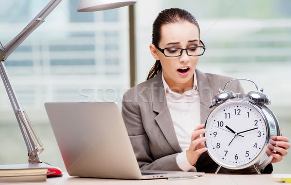 Mujer de negocios cumplir plazos negocios feliz reloj Foto stock © Elnur